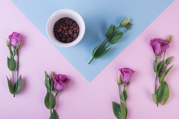Lovely flowers concept with coffee beans Free Photo
