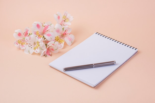 Lovely flowers concept with modern notebook Free Photo