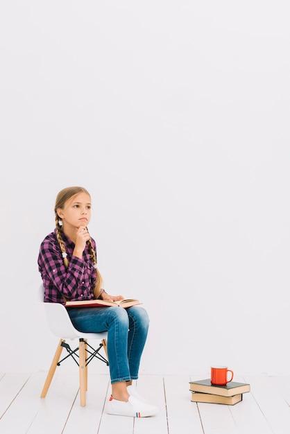 Фото милашек на стуле