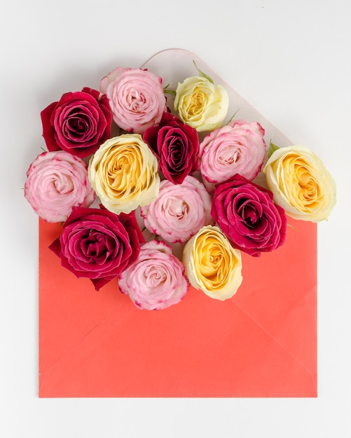 Lovely rose bouquet in envelope Free Photo