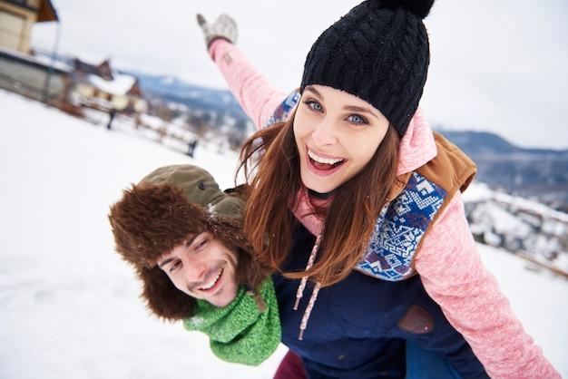Влюбленная пара на зимние каникулы Бесплатные Фотографии
