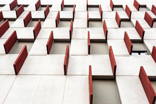 Basso angolo di costruzione della città con motivo geometrico Foto Gratuite
