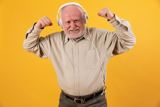 Low angle senior listening music and dancing Free Photo