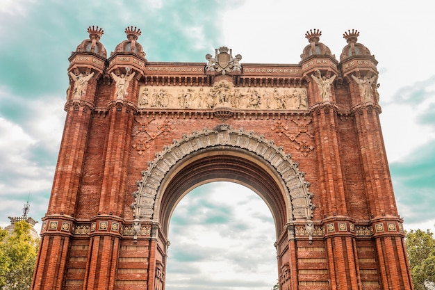 Low angle shot of the ancient historic arc de triomf triumphal arc in catalonia, spain Free Photo
