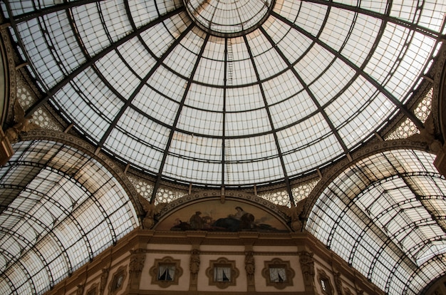 Low angle shot of the ceiling of the historic galleria vittorio emanuele ii in milan, italy Free Photo