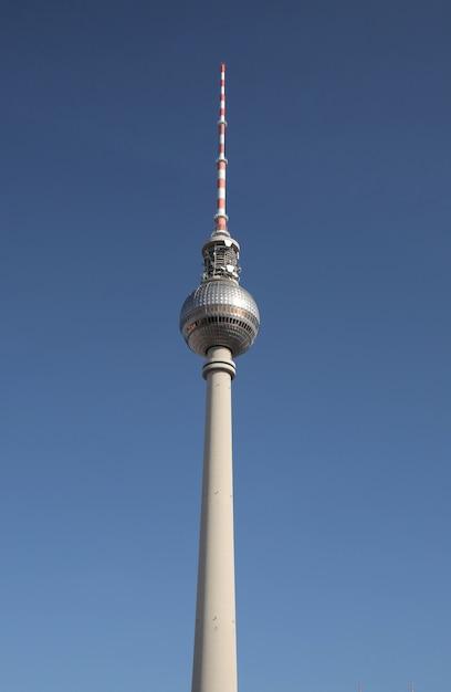 ベルリン、ドイツのベルリンのfernsehturmのローアングルショット 無料写真