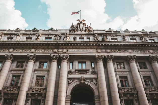 Low angle shot of the us custom house in battery park, in new york, usa Free Photo