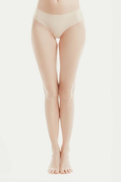 Нижняя часть тела модели в нижнем белье Бесплатные Фотографии