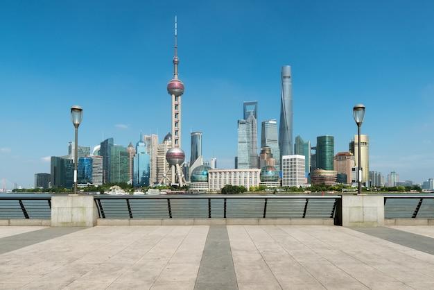 Шанхай небоскребы пудун lujiazui утром в шанхае, китай. Premium Фотографии