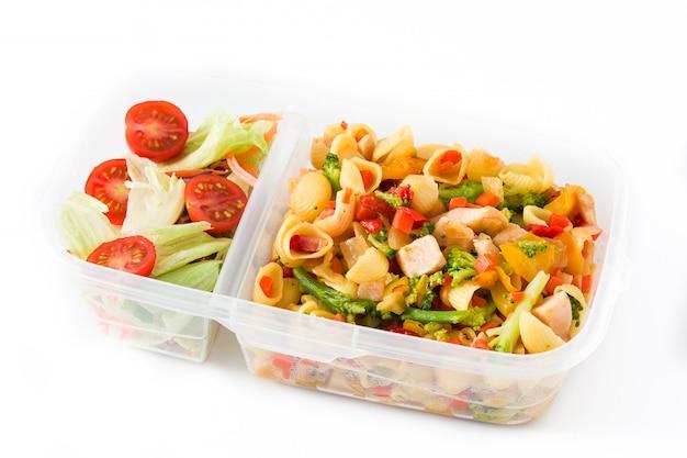 白い背景で隔離の健康食品を食べる準備ができてランチボックス Premium写真