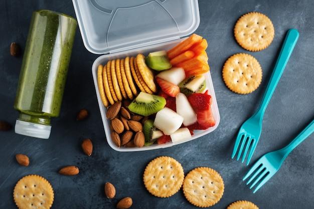 Makanan ringan yang warna warni dan berkhasiat untuk anak-anak