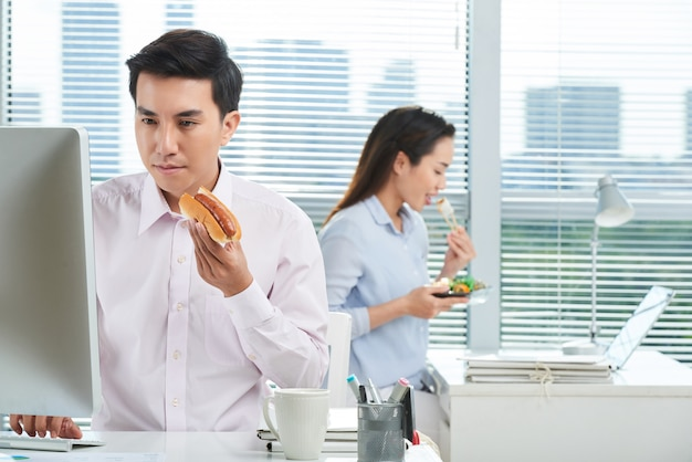 Lunchtime in busy open plan office Free Photo
