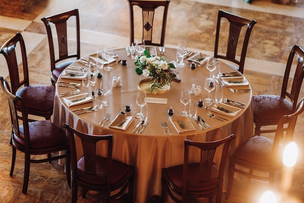 The luxurious look of  the set round table Free Photo