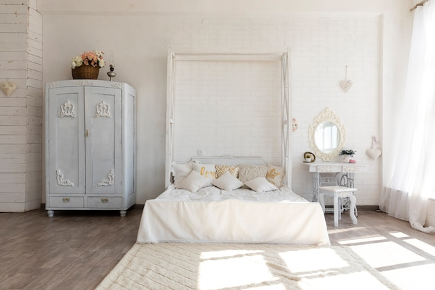 Luxurious vintage bedroom design Free Photo