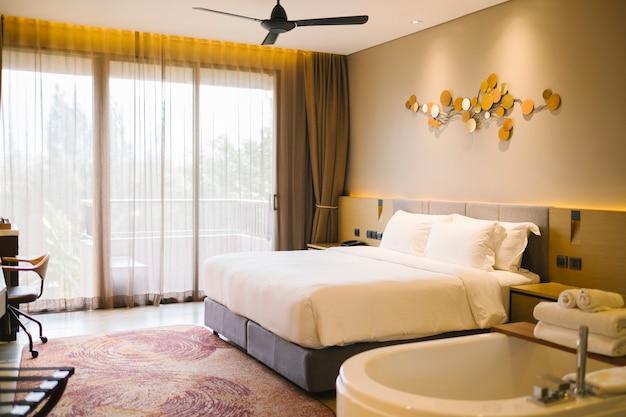 호텔의 럭셔리 침실 무료 사진