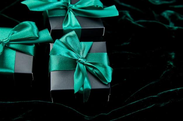 Luxury black gift boxes with emerald ribbon Premium Photo