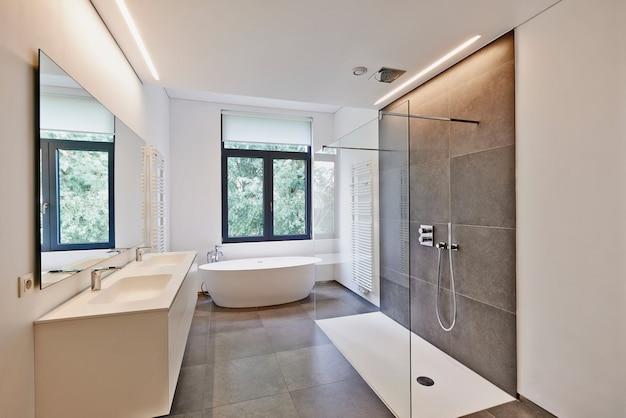 Luxury modern bathroom Premium Photo