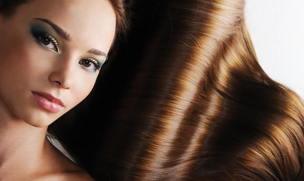 아름 다운 갈색 머리 오래 건강 한 여성 모발의 럭셔리 무료 사진