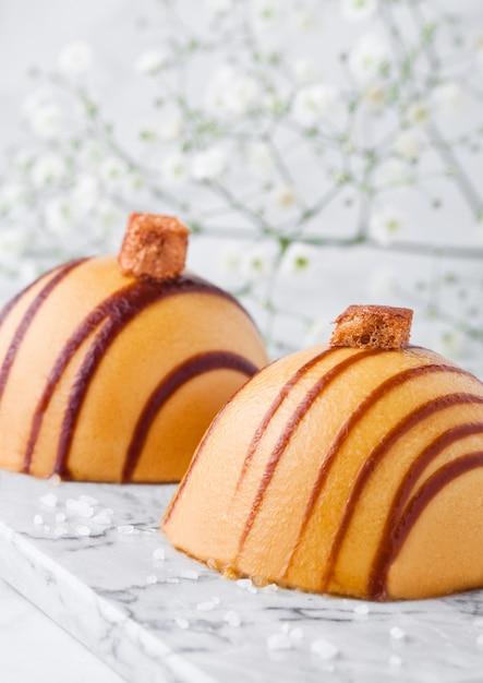 Luxury restaurant caramel dessert on marble board with flowers Premium Photo