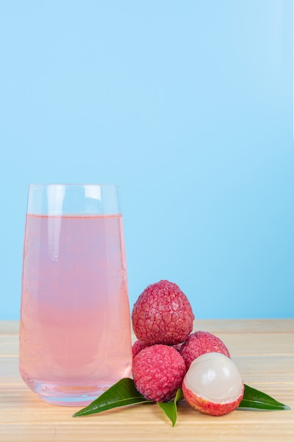 Lychee juice and lychee fruit. Free Photo