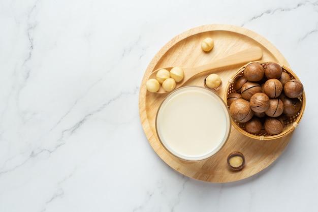 Macadamia white milk ready to serve Free Photo