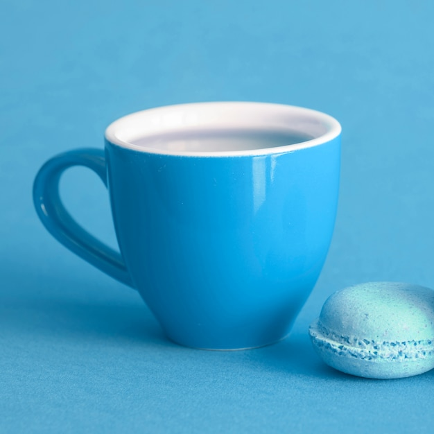 Macaron and cup Free Photo