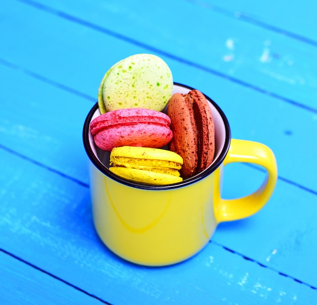 Macarons in a yellow ceramic cup Premium Photo