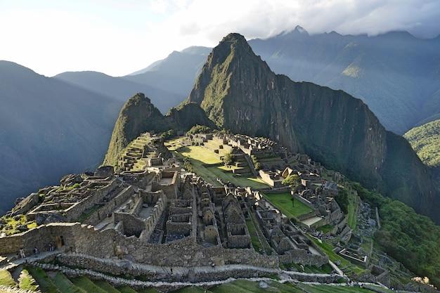 古代のインカ遺跡であるmachupicchuの景色。 Premium写真