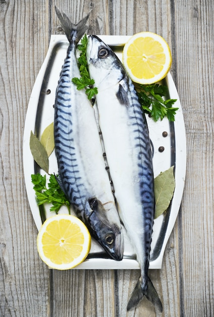 Mackerels fresh served on silver plate with lemon Premium Photo