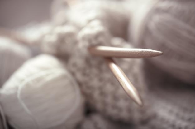 Il concetto macro di maglieria lana e aghi Foto Gratuite