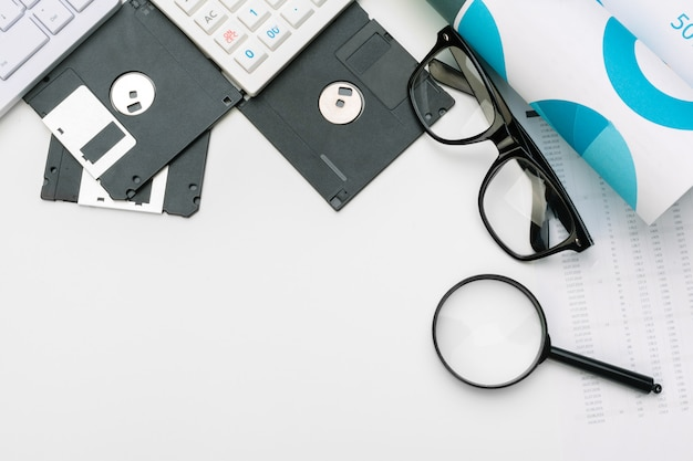 Magnifying glass and floppy disk Premium Photo