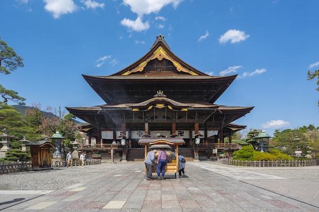 The main hall of zenkoji temple in nagano, japan Premium Photo