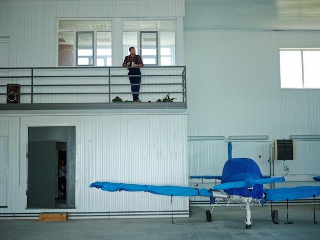 Maintenance hangar Free Photo