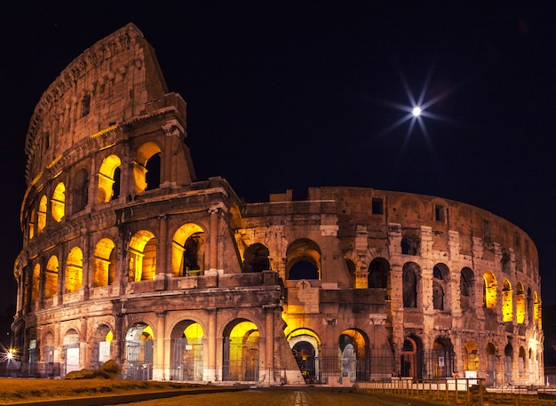 The majestic coliseum in the night illumination. Premium Photo