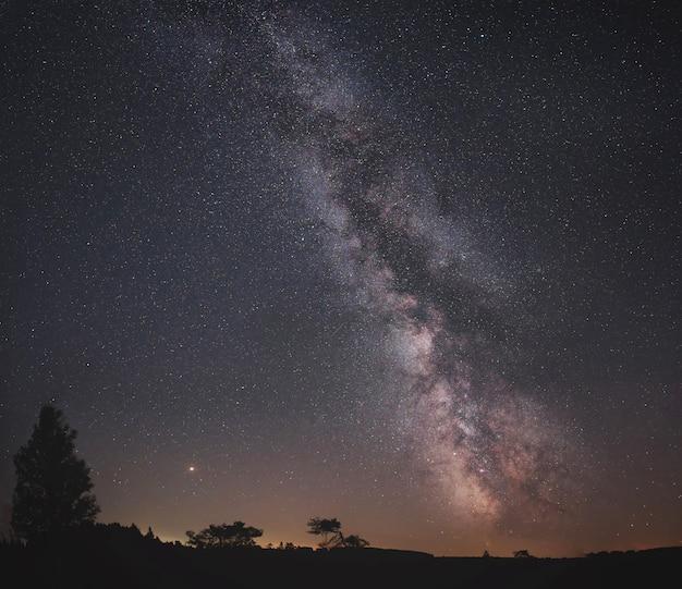 星がいっぱいの雄大な夜空 無料写真