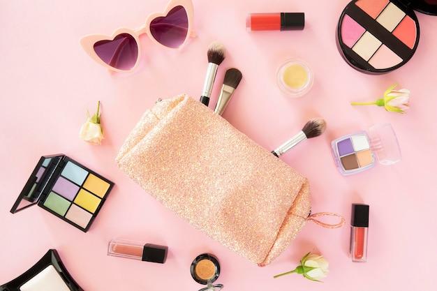 美容製品とバッグを作る 無料写真