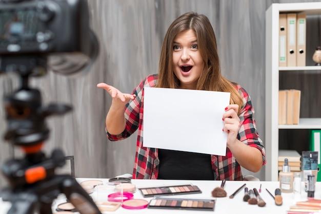 Make up vlogger Free Photo