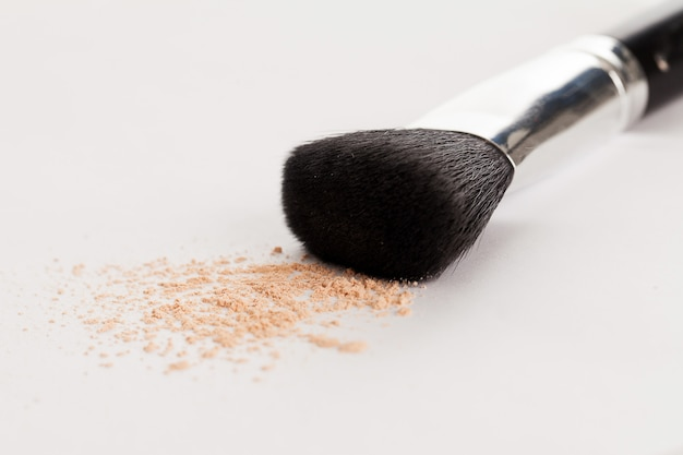 Makeup natural brush with beige powder Free Photo