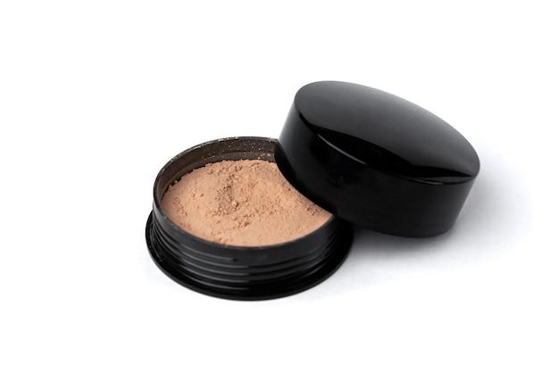 Порошок для макияжа, изолированные на белой стене. Premium Фотографии