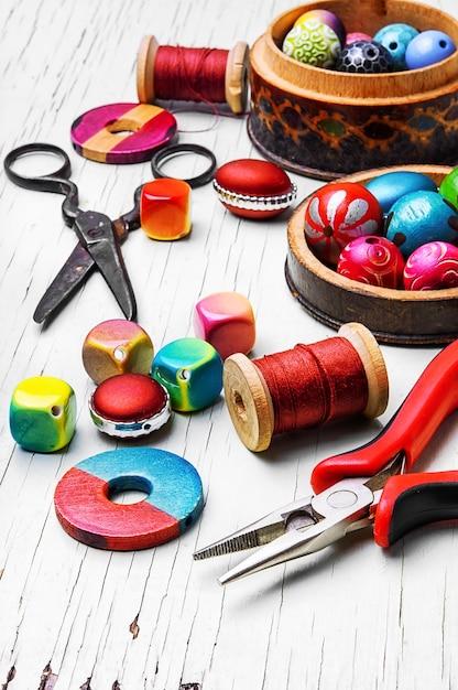 Making of handmade women jewellery Premium Photo