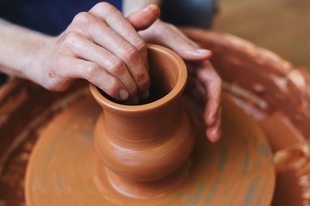 Making jug Free Photo