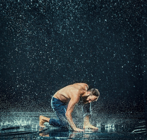 The male break dancer in water. Free Photo