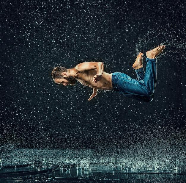 The male break dancer in water. Free Photo