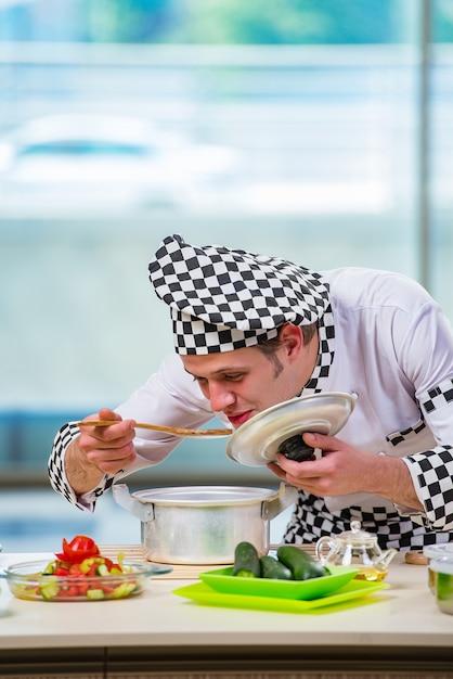 Male cook preparing food in the kitchen Premium Photo