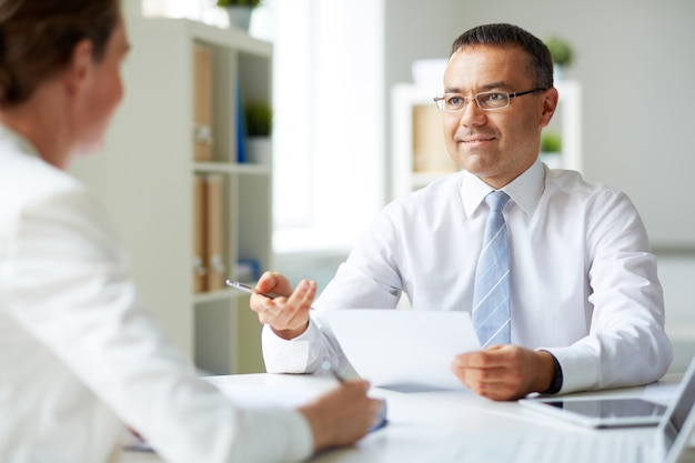 Male executive doing an interview Free Photo