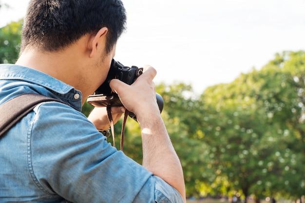 Male photographer taking a photo Premium Photo