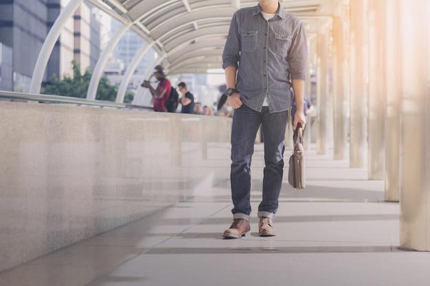 Male walking in city. Premium Photo