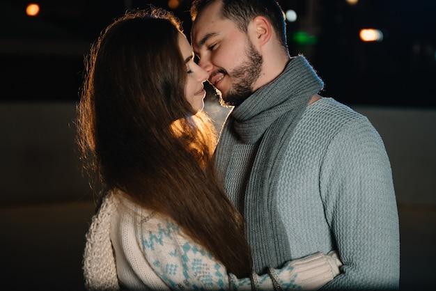Мужчина и женщина на катке Premium Фотографии