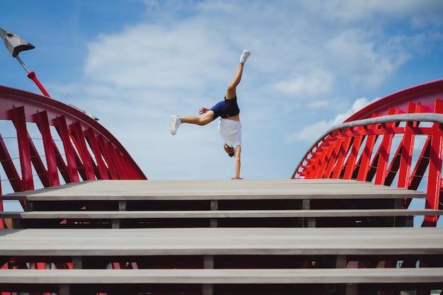 Man on the bridge. handstand breakdance Free Photo