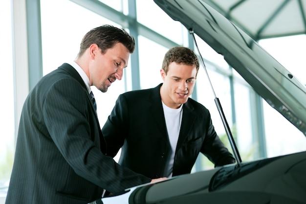 Man buying car from salesperson Premium Photo